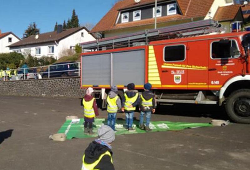Feuerwehr zu Gast im Montessori Kinderhaus