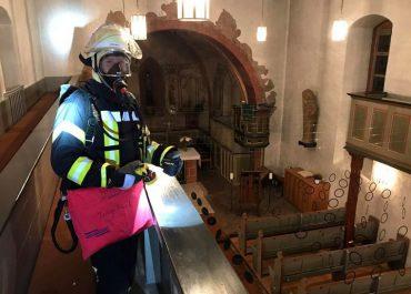 Küster mit Rauchgasvergiftung aus Kirchturm gerettet